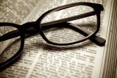 Altes Verzeichnis und schwarze Gläser Lizenzfreie Stockfotografie