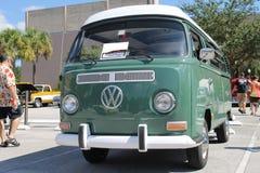 Altes Volkswagen Van an der Autoshow stockbilder