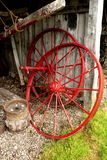Altes Wagenradrad stockbilder