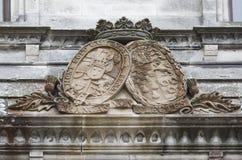 Altes Wappen am Schloss Stockfotos