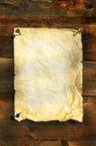 Altes Weißbuch befestigte auf Vorstandhintergrund Lizenzfreies Stockfoto