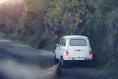 Altes weißes Auto Stockbild