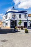 Altes weißes und blaues Gebäude lizenzfreie stockfotografie