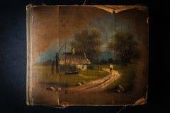 Altes Weinlesefotoalbum auf der dunklen Steintabelle Stockfotografie
