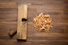 Altes Weinlesetischler Jointerwerkzeug auf Holztisch Stockfotografie
