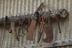 Altes Werkzeug im Bauernhof Stockfoto