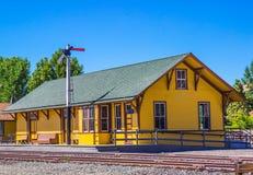 Altes wieder hergestelltes Eisenbahn-Depot Stockbilder