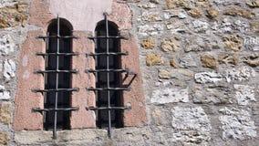 Altes Windows mit Metallstäben Stockfoto