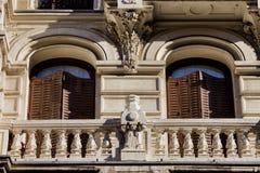 Alte Wohngebäude-Details in Madrid stockbild