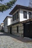 Altes Wohnviertel mit schmaler Gasse und authentische Architektur vom grauhaarigen Altertum Varosha lizenzfreie stockbilder