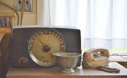 Altes Zenit-Radio-Weinlese-Drehtelefon-Retro- Hintergrund lizenzfreie stockbilder