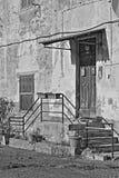 Altes zerbröckelndes Gebäude Lizenzfreie Stockbilder
