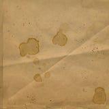 Altes zerknittertes Papier mit Flecken des Kaffees Stockbilder