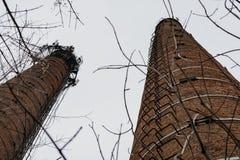 Altes Ziegelsteinrohr des Kesselhauses ohne Rauch lizenzfreie stockbilder