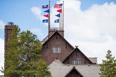 Altes zuverlässiges Gasthaus und Häuschen - Yellowstone Nationalpark stockfotos