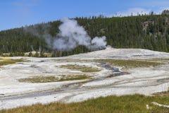 Altes zuverlässiges geysir vor Eruption Stockfotos
