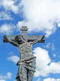 Altezza esposta all'aria di crucifissione del cimitero Fotografie Stock