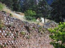 Altgriechische Stein-und Fliesen-Wand, Schongebiet von Apollo, Berg Parnassus, Griechenland Lizenzfreie Stockbilder