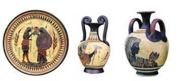 Altgriechische Vasen und eine Platte Stockfoto