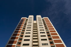 Alti appartamenti dell'edilizia popolare di aumento a Singapore Immagine Stock