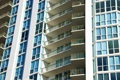 Alti balconi dell'appartamento di aumento Fotografia Stock