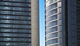 Alti grattacieli di vetro blu della costruzione di aumento Fotografia Stock Libera da Diritti