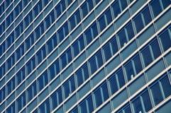 Alti grattacieli di vetro blu della costruzione di aumento Immagine Stock Libera da Diritti