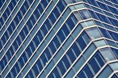 Alti grattacieli di vetro blu della costruzione di aumento Fotografia Stock