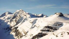 Alti picchi nelle alpi svizzere nell'inverno Fotografia Stock