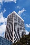 Alti scrappers del cielo di aumento della palazzina di appartamenti moderna Immagini Stock Libere da Diritti