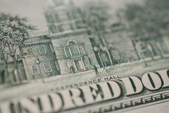 100 alti vicini della banconota in dollari fotografia stock