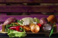 Altijd zijn de verse groenten nuttiger in ruwe vorm! Royalty-vrije Stock Fotografie