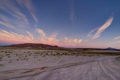 日出日落在Altiplano沙漠阿塔卡马伯力的山景 免版税图库摄影