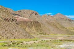 Altiplano färgrikt landskap Royaltyfri Fotografi
