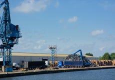Altmetall geladen auf LKW, Dockside lizenzfreies stockfoto