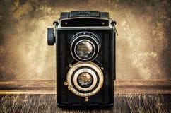 Altmodische antike Kamera in der Weinleseart stockbild