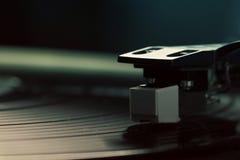Altmodische Drehscheibe, die eine Bahn spielt Stockfotografie