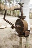Altmodische Wasserpumpe Stockfoto