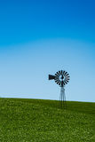 Altmodische Windmühle auf dem Horizont in der Palouse-Region von e Lizenzfreies Stockbild