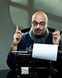 Altmodischer kahler Verfasser in den Gläsern Lizenzfreies Stockbild