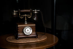 Altmodisches hölzernes Telefon Stockbild