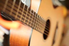 Alto-ángulo de la guitarra Foto de archivo libre de regalías