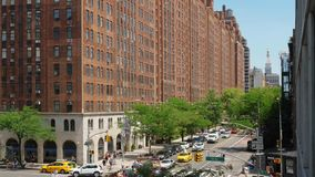 Alto ángulo diurno que establece el tiro de los edificios de Manhattan almacen de video