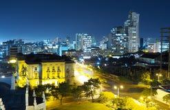 Alto ángulo sobre la ciudad de Maputo en la noche imagen de archivo libre de regalías