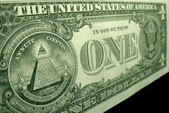 Alto ángulo, tiro de la pirámide, del gran sello, en la parte de atrás de la cuenta de dólar americano imagen de archivo libre de regalías