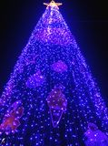 Alto árbol de navidad de la subida en Bangkok Foto de archivo