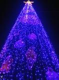 Alto albero di Natale di aumento a Bangkok Fotografia Stock