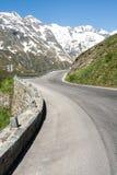 Alto camino alpestre fotos de archivo