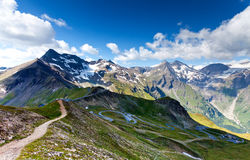 Alto camino alpestre - Grossglocnkner fotografía de archivo