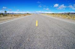 Alto camino vacío del desierto Foto de archivo
